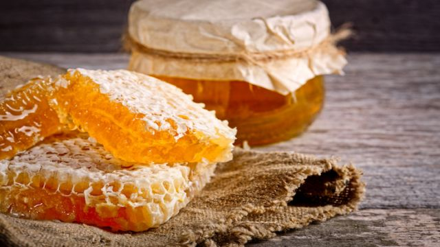 Miel cru: produit naturel